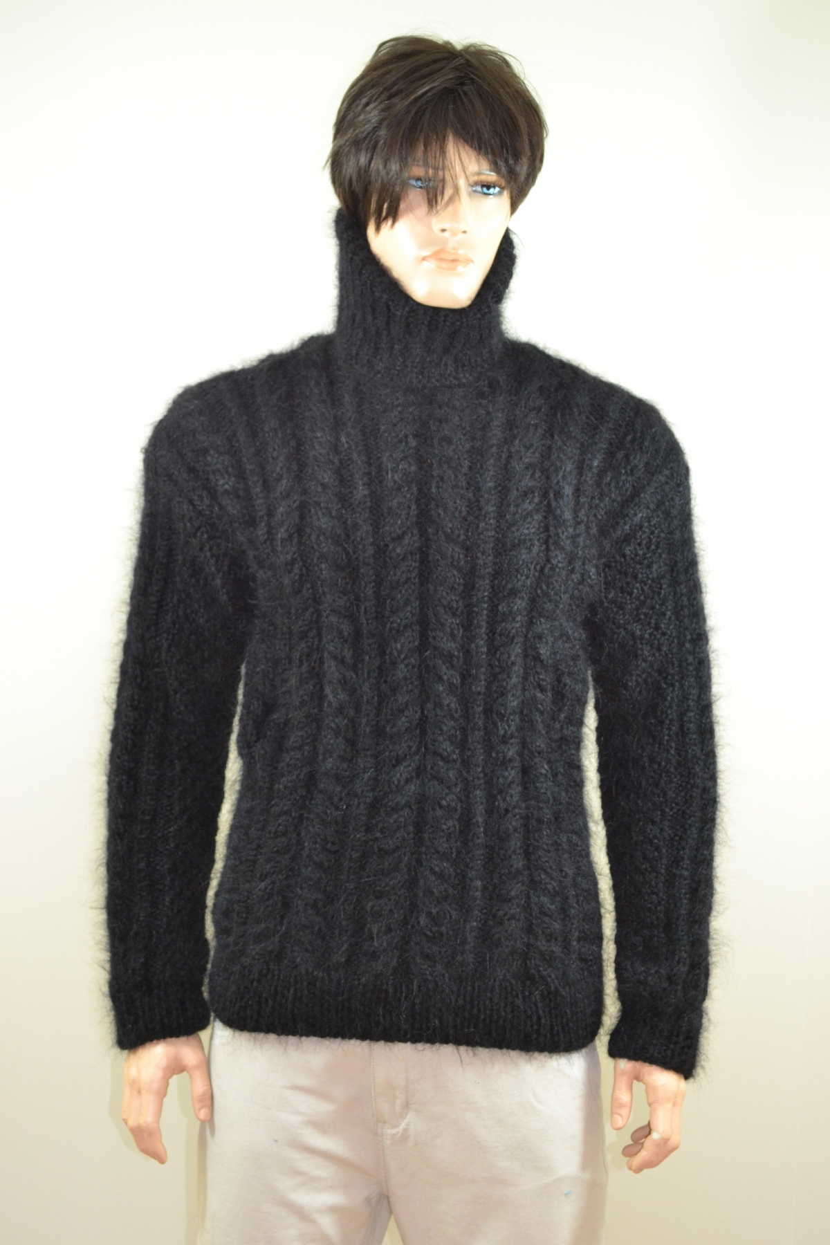 Aran mohair turtleneck sweater black -L - www.mohairmagic.com