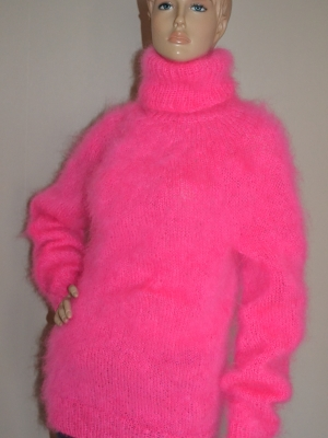 Thin mohair turtleneck sweater neon pink