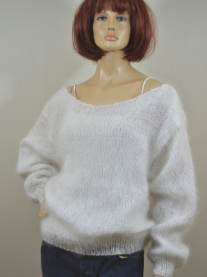 Thin plain slyle hand knitted mohair sweater white