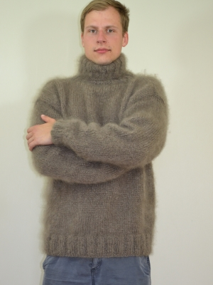 Plain style Ingenua mohair hand knitted sweater brown