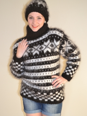 Black Norwegian sweater with cap - L