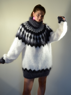 Icelandic mohair turtleneck sweater white- One size