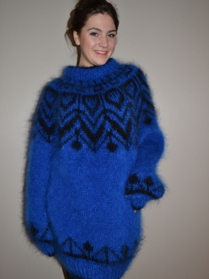 Icelandic sweater bright blue-one size
