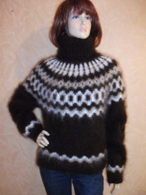 Chocolate Icelandic mohair turtleneck sweate S-M