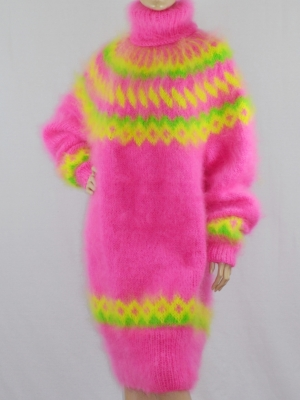 MOHAIR ICELANDIC SWEATER DRESS NEON PINK