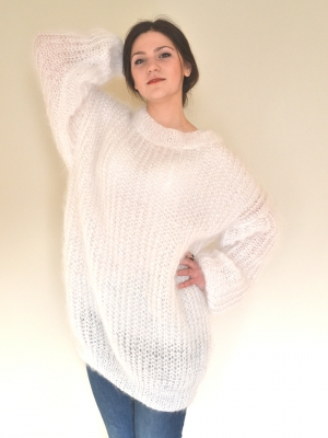 Thin white crewneck sweater-oversized