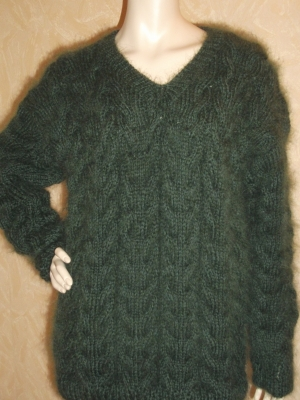 Brand new chunky cable knit mohair and merino wool Y neck sweate